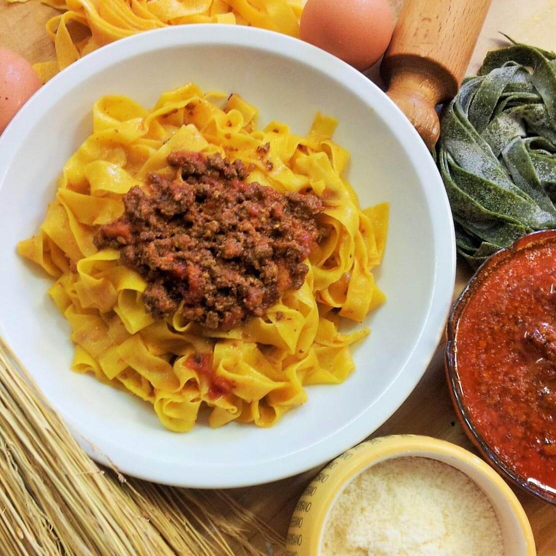 tagliatelle cucina Bolognese al ristorante Borgo delle Vigne in provincia di Bologna
