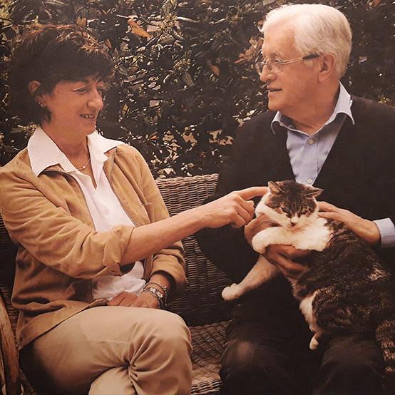 Carlo e Letizia con il Gatto nell'azienda agricola e vitivinicola Gaggioli