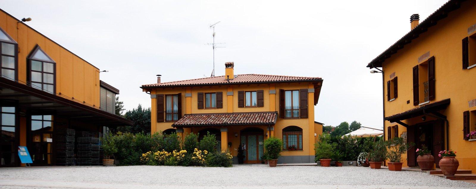 Ingresso Agriturismo Borgo delle Vigne sui colli bolognesi